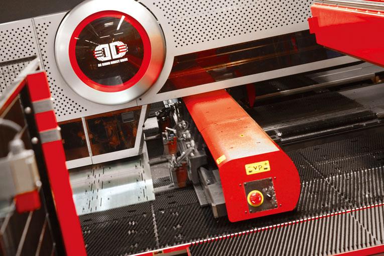 Mit Technologie von AMADA erfüllt die SMB Schnekenburger GmbH den High-End-Anspruch ihrer Kunden in Sachen Feinblechtechni