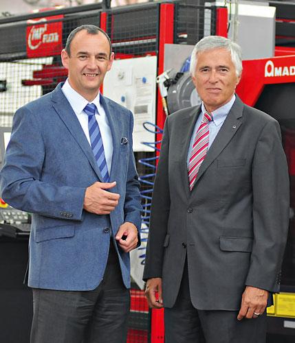Dr. Jan Mikula, Geschäfts-führer der Christ Car Wash s.r.o. (links), und AMADA Gebietsleiter Norbert Ihle planen bereits.